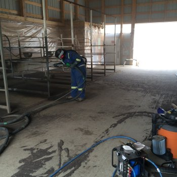 wet blast horse feeding stalls (3)